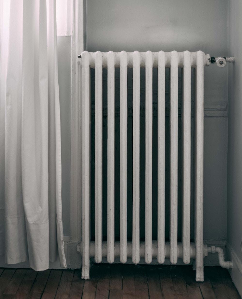 Entretenir ses équipements de chauffage : désembouage, purge des radiateurs, entretien de la chaudière...